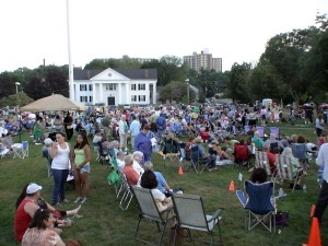 Crowd on Framingham Village Green for OFF THE HOOK concert, August 5, 2011