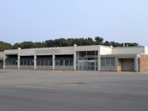 (PHOTO) Former Coutryfare Star Market at 770 Water Street sits vacant in Framingham, MA